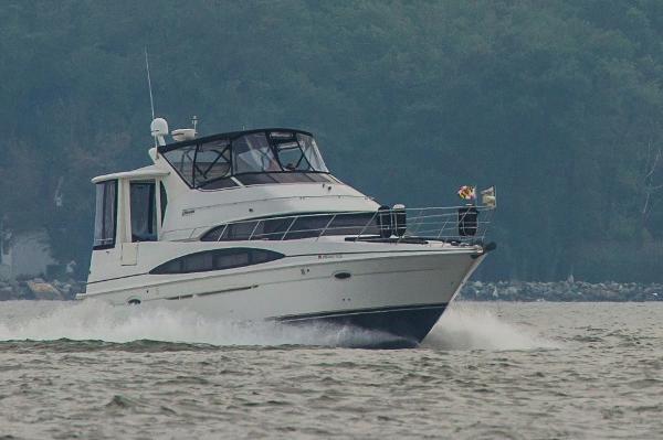 Carver 396 Motor Yacht Running