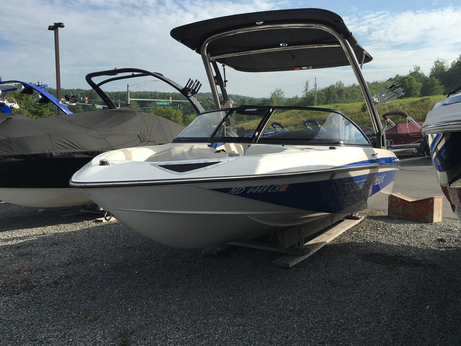 Malibu Boats LLC RESPONSE TXI - CENTER ENGINE