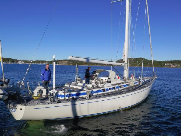 Nautor Swan Swan 61-006 lifting keel side view