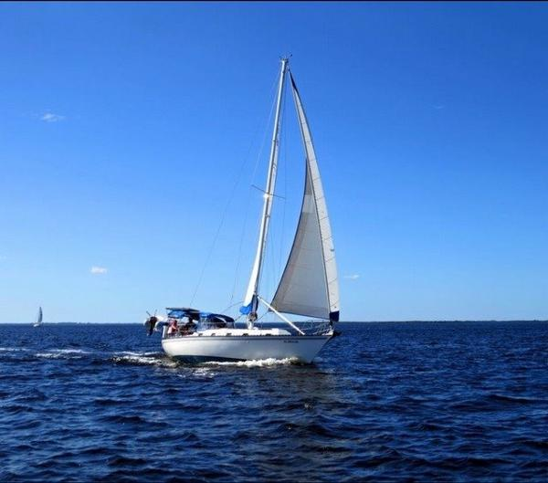 "Hunter 37 Cherubini ""Fantasy"" sailing in the Gulf of Mexico"