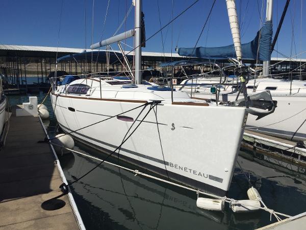 Beneteau 40 Starboard Bow