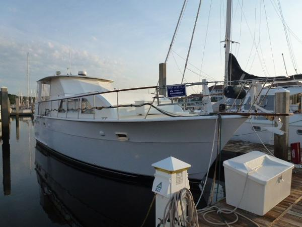 Hatteras 43 Double Cabin Motoryacht Starboard View