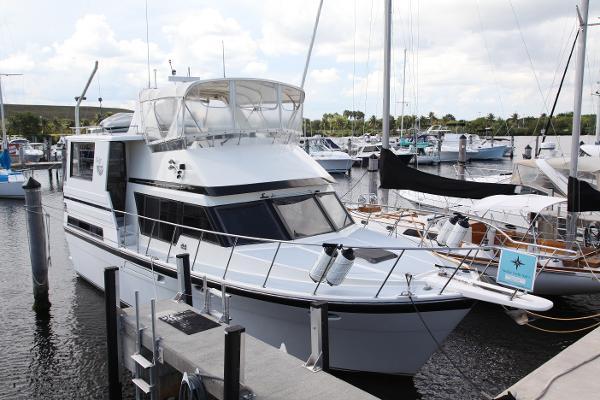 Hyatt Sundeck Trawler New Topside Algrip