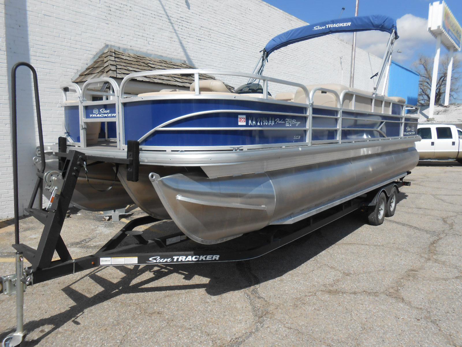 Sun Tracker Fishin Barge 24 Tritoon