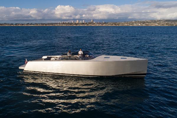 VanDutch 55 Starboard