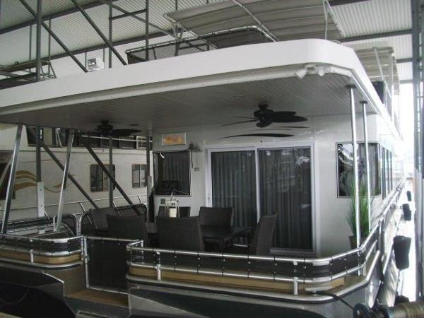 Thoroughbred 19 x 88 Houseboat