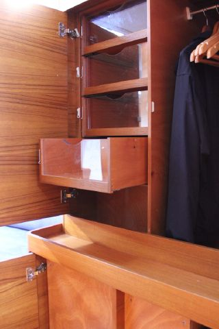 Cabinet section in forward cabin