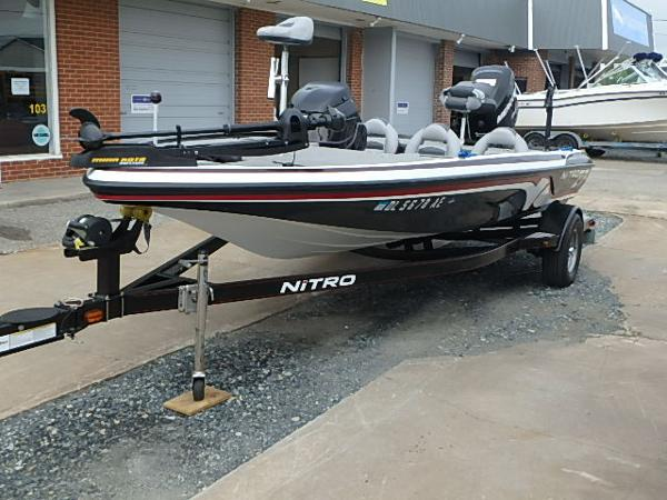 Nitro Z-7 w/ 150 L OptiMax Pro XS and Trailer