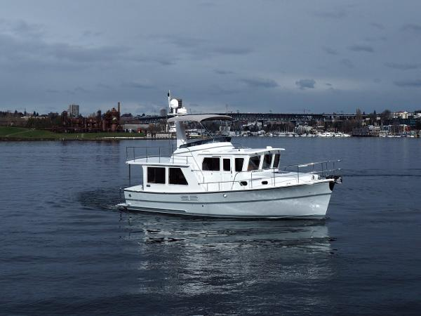Helmsman 38E Pilothouse Sistership
