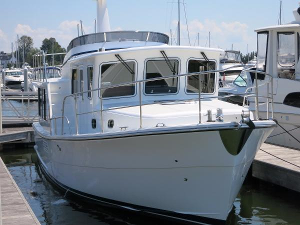 Helmsman 38E Pilothouse