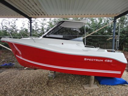 Spectrum 480 pilothouse