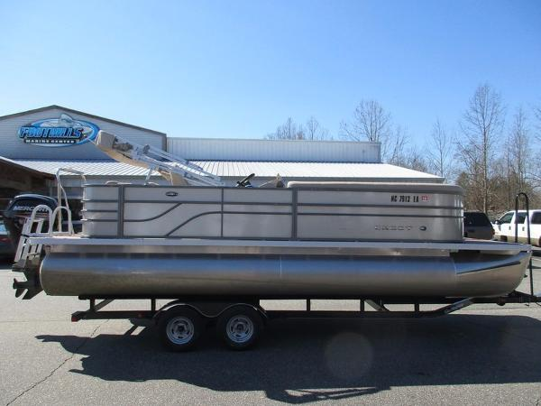 Crest Pontoon Boats Crest II 23 Foot 230