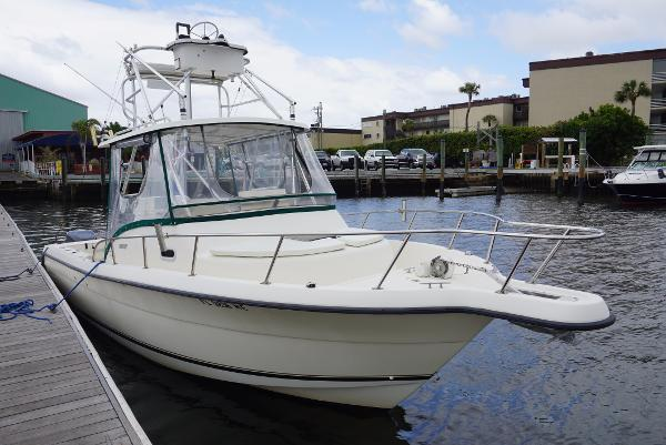 Pursuit 2870 Offshore Center Console
