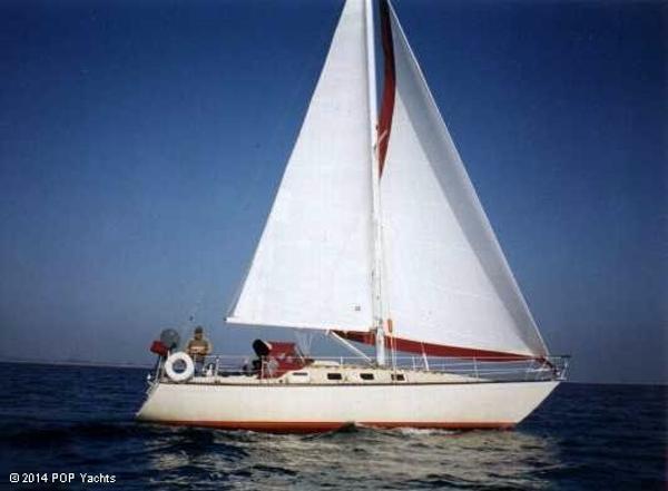 Lancer Sloop Sailing