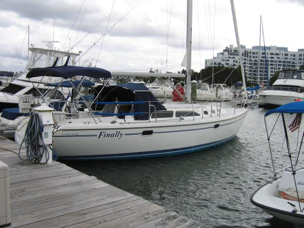 Catalina 34 MkII Starboard side