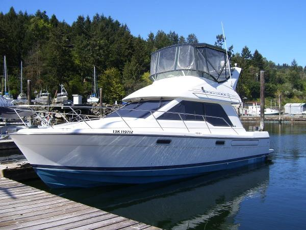 Bayliner 3388 Bow