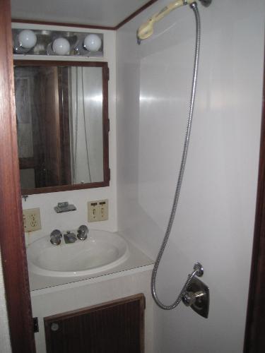 V berth shower