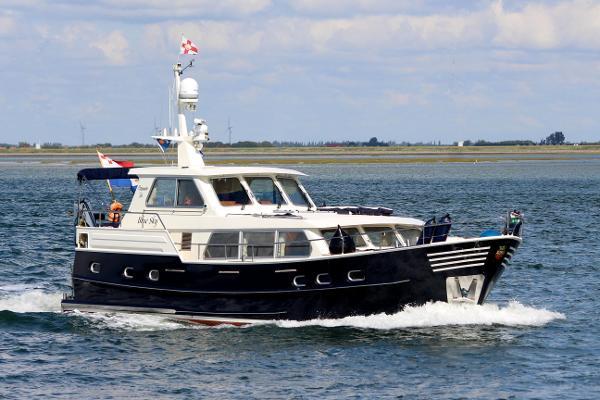 Sturier Trawler 520 AC Wheelhouse