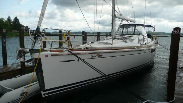 Jeanneau 50 DS Port bow