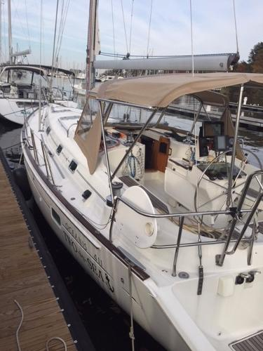 Beneteau America 411 Port Side Deck