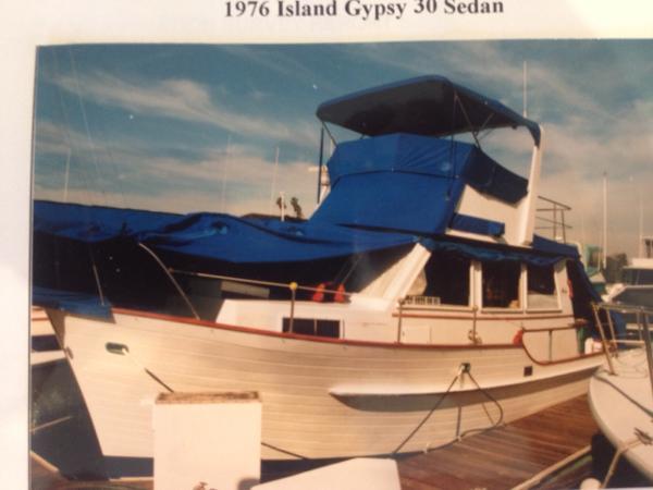Island Gypsy  30' Sedan