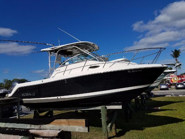 Robalo R245 Walkaround At the marina