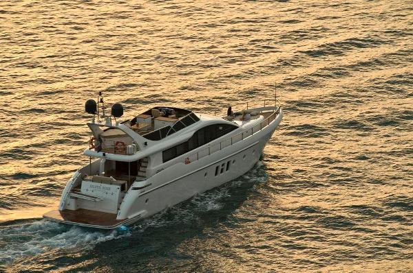Aqualiner 77 Stern