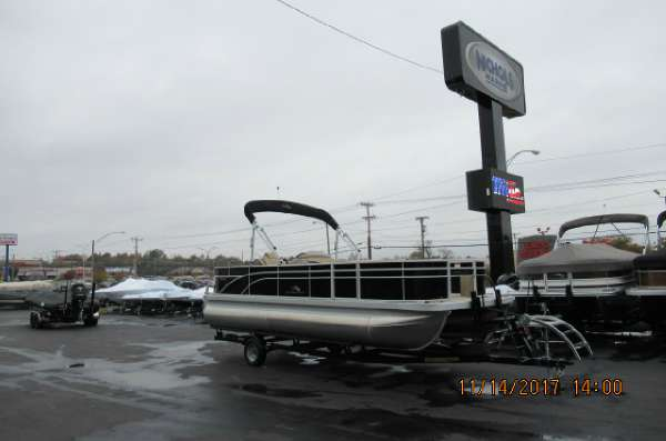 Bennington 22 SFX Pontoon