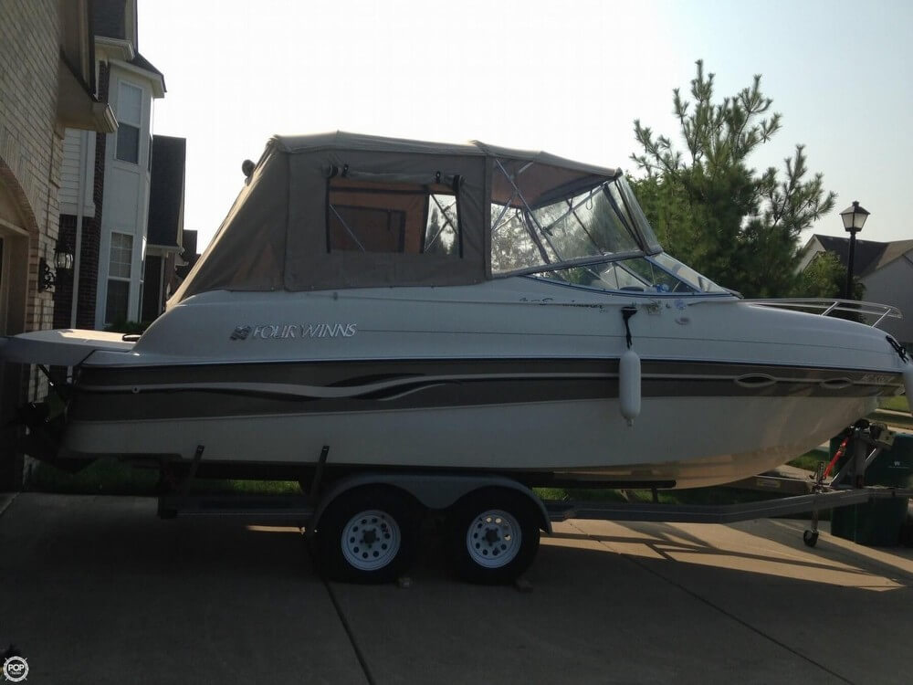 Four Winns 245 Sundowner 1999 Four Winns Sundowner for sale in Belleville, MI
