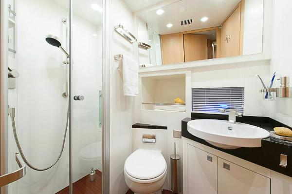 Aqualiner 77 Bathroom