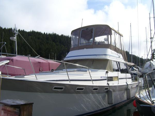 Bayliner 3870 Bow