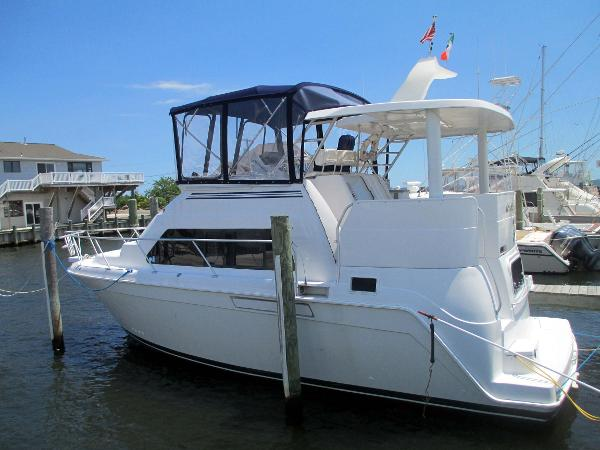 Mainship 34 Motor Yacht Port