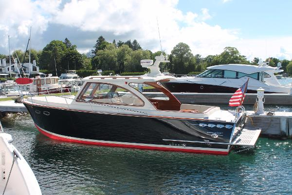 Windsor Craft by Vicem 36 Port Hull Side