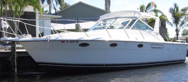 Tiara 3100 Open Port Bow