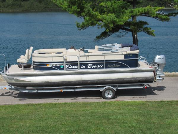 SunChaser Classic Fish 8520 Cruise-N-Fish