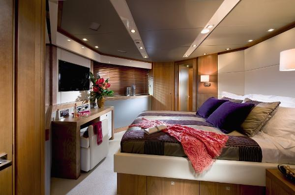 Sunseeker 115 Sport Yacht VIP Stateroom
