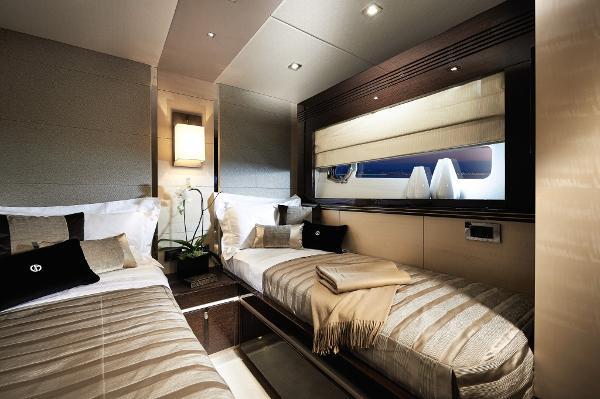 Sunseeker 68 Sport Yacht Twin Cabin