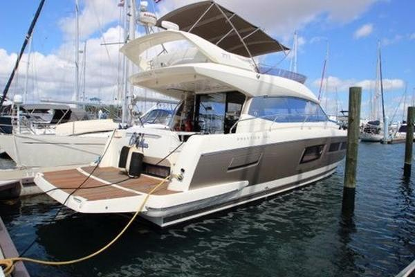Prestige 500 Flybridge Starboard Side