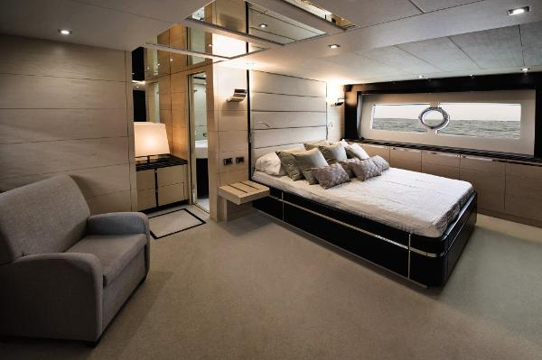 Sunseeker 80 Sport Yacht Owner's Stateroom