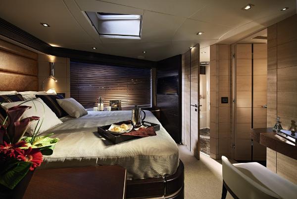 Sunseeker 80 Sport Yacht VIP Stateroom