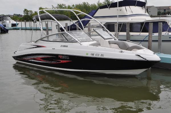 Yamaha AR230 HO Starboard Side