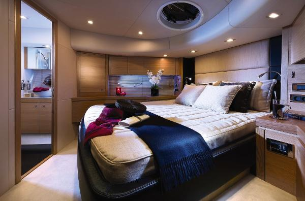 Sunseeker Manhattan 63 VIP Stateroom
