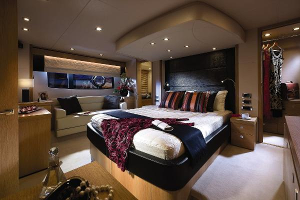 Sunseeker Manhattan 63 Owner's Stateroom