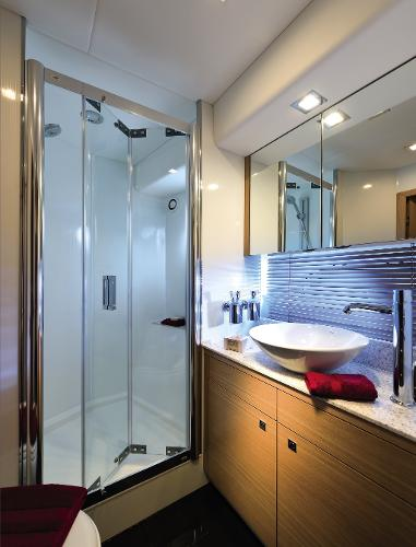 Sunseeker Manhattan 63 Owner's En Suite