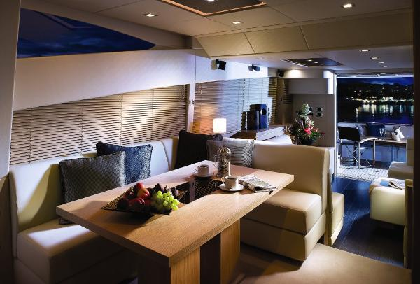 Sunseeker Manhattan 63 Dining