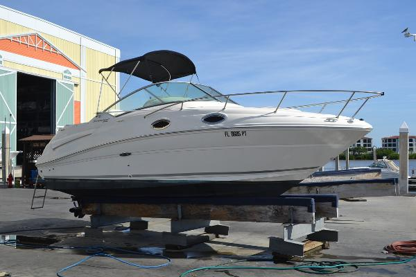 Sea Ray 240 Sundancer Starboard Side
