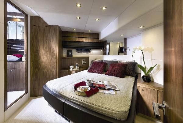 Sunseeker Manhattan 73 VIP Stateroom