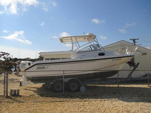 Boston Whaler Conquest Profile