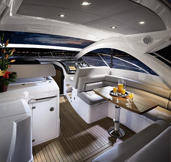 Sunseeker Portofino 40 Cockpit