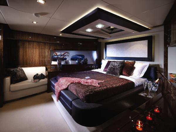 Sunseeker 88 Yacht VIP Stateroom